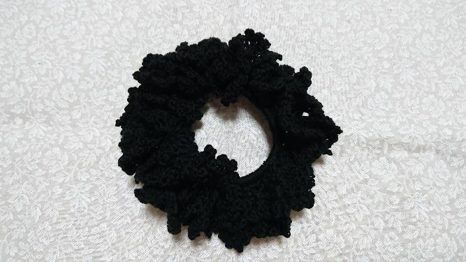 かぎ針編みシュシュ ブラック