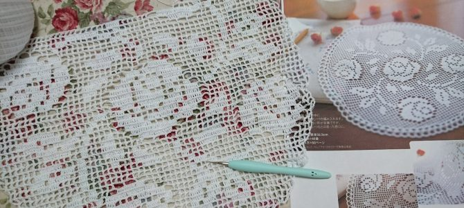 レース編み 薔薇柄のドイリー